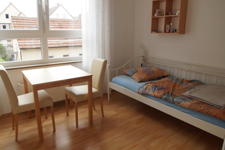 Stuttgart: WOHNEN AUF ZEIT, voll ausgestattete 1-Zimmer-Wohnung bei Porsche Stuttgart-Zuffenh.